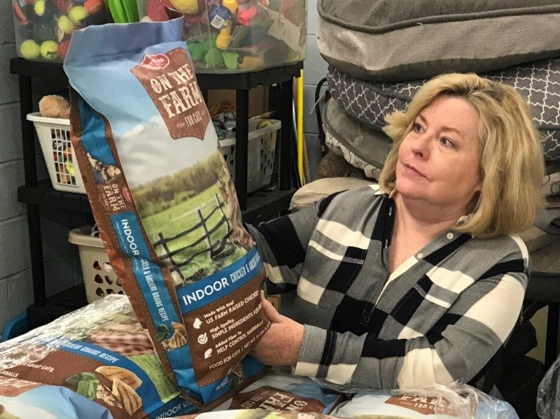Animal Center to Launch Paw Pantry