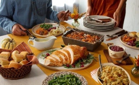 Cracker Barrel Offers New Options to Enjoy Thanksgiving Safely