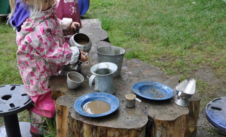 Outdoors: Now it's Time to Make Mud Pies!